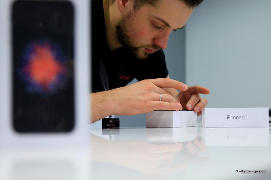 iPhone 7 ar putea veni cu o noua culoare, pe langa cele deja consecrate. Cum s-a dat de gol o firma producatoare de boxe