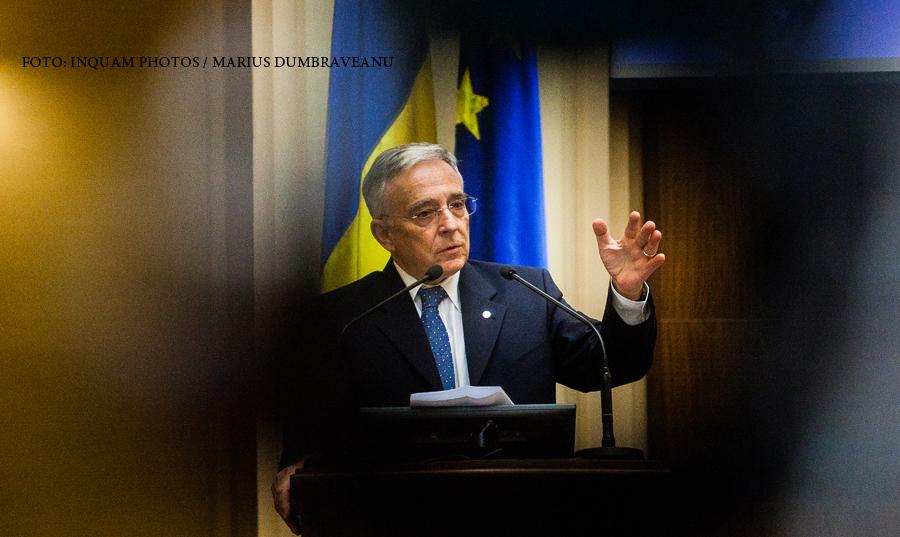 Cum a ajuns Mugur Isarescu sa castige peste un sfert de milion de euro pe an. Contractul de munca i s-a terminat din 2014