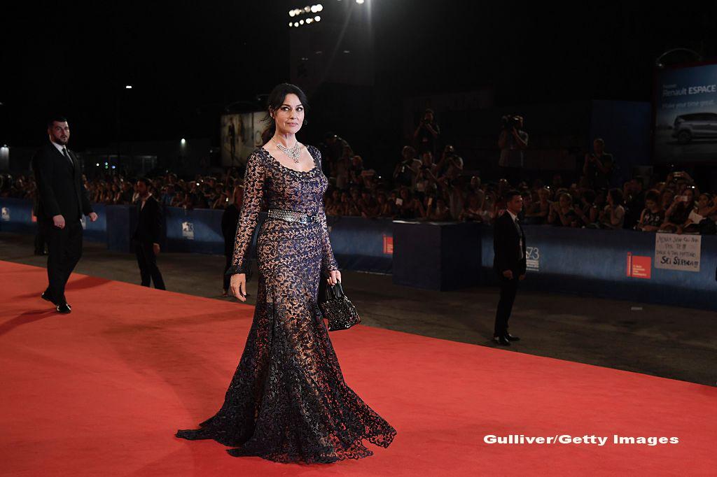 Monica Belluci a avut inca o aparitie fabuloasa pe covorul rosu, la Venetia! Cum arata frumoasa actrita la 51 de ani