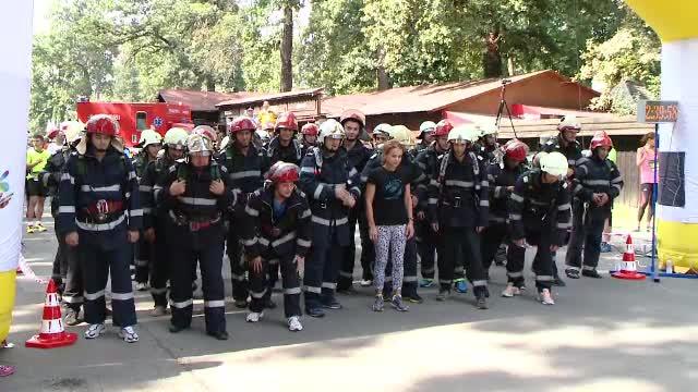 Pompierii din Timis au alergat 2 kilometri cu echipamentul cu care zilnic salveaza vieti. Au purtat pe ei 10 kilograme