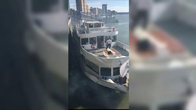 Incident neplacut pentru turistii aflati intr-o croaziera pe Tamisa. Vaporul a luat foc.