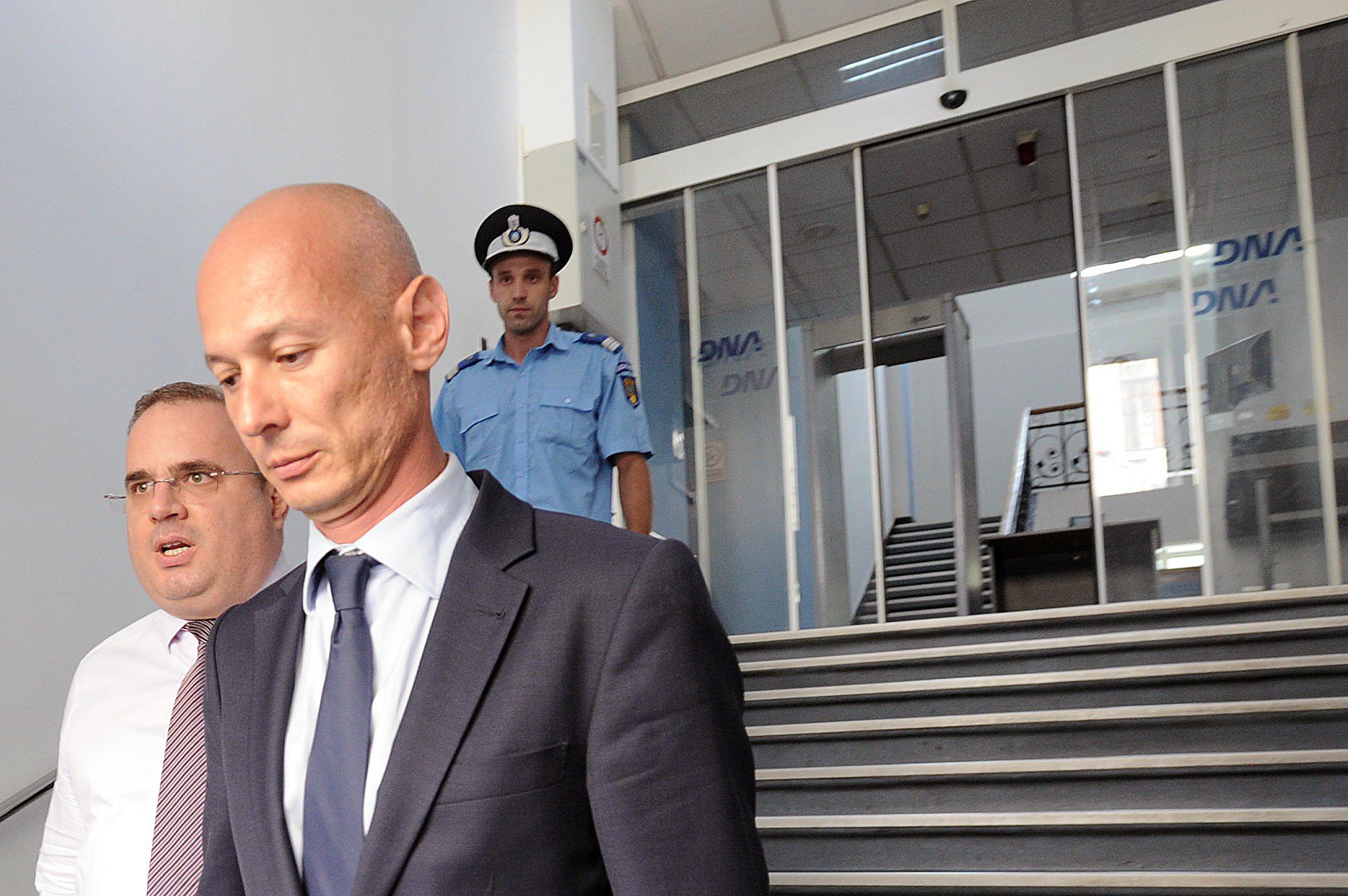 Parintii si fosta sotie a lui Bogdan Olteanu au refuzat in ultimul moment sa fie audiati la DNA. Ce s-a intamplat