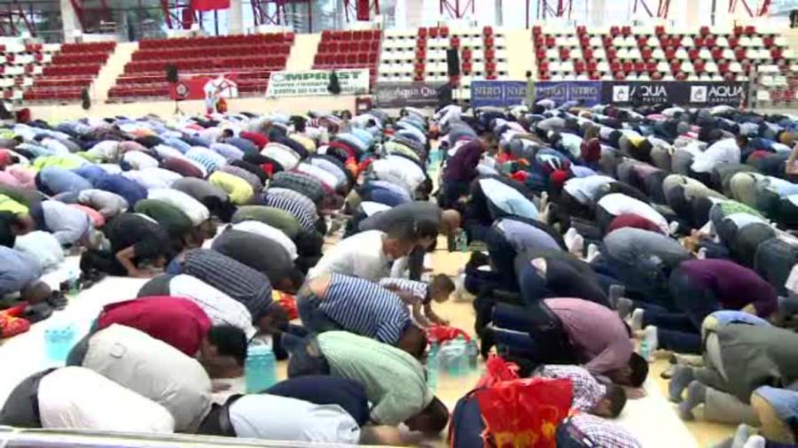 Ceremonie musulmana, in sala de sport a clubului Dinamo. Ce reprezinta Kurban Bayram,