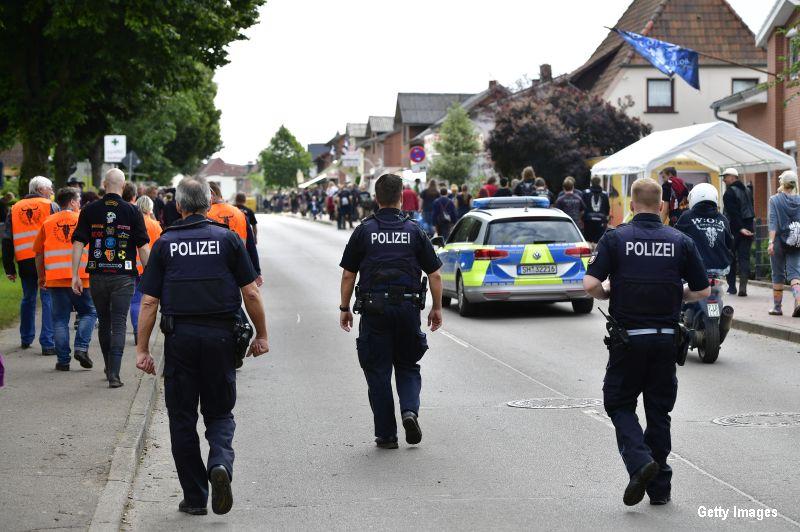 O politista din Munchen a fost impuscata in cap de un barbat care i-a sustras arma. Un roman, ranit in atac