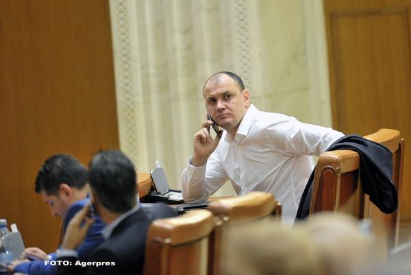 Sebastian Ghita: PRU il asteapta pe Ponta ca presedinte al partidului. Daca vine, va fi candidatul pentru functia de premier