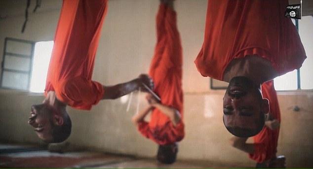 Zeci de barbati, ucisi intr-un mod brutal pentru ca ar fi spioni. Cum i-au executat jihadistii de Sarbatoarea Sacrificiului