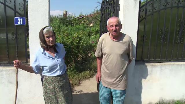 Doi batrani au fost pagubiti dupa ce au crezut ca vorbesc cu ginerele lor: