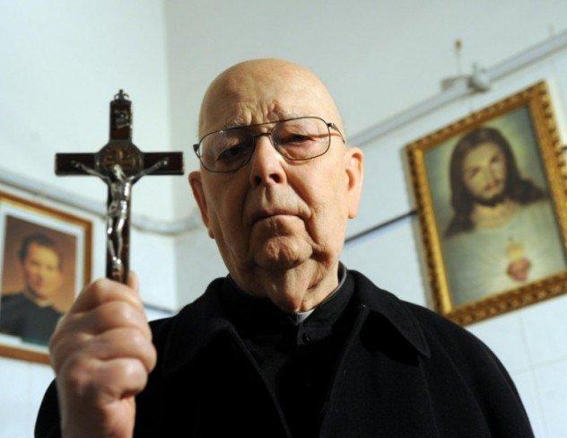 Unul dintre cei mai cunoscuti exorcisti din lume a murit. De-a lungul vietii a realizat 70.000 de sedinte de exorcism