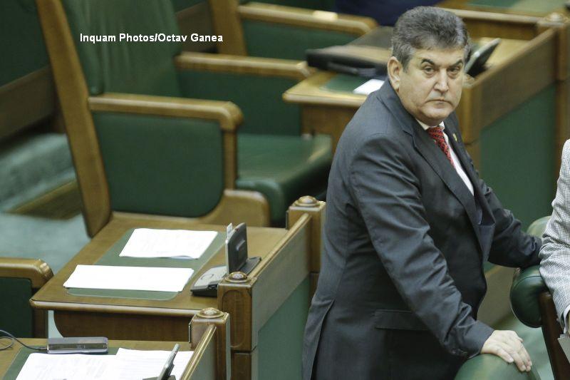 In ce conditii poate fi urmarit penal Gabriel Oprea, daca isi da demisia din Senat. Noi proteste in Piata Universitatii