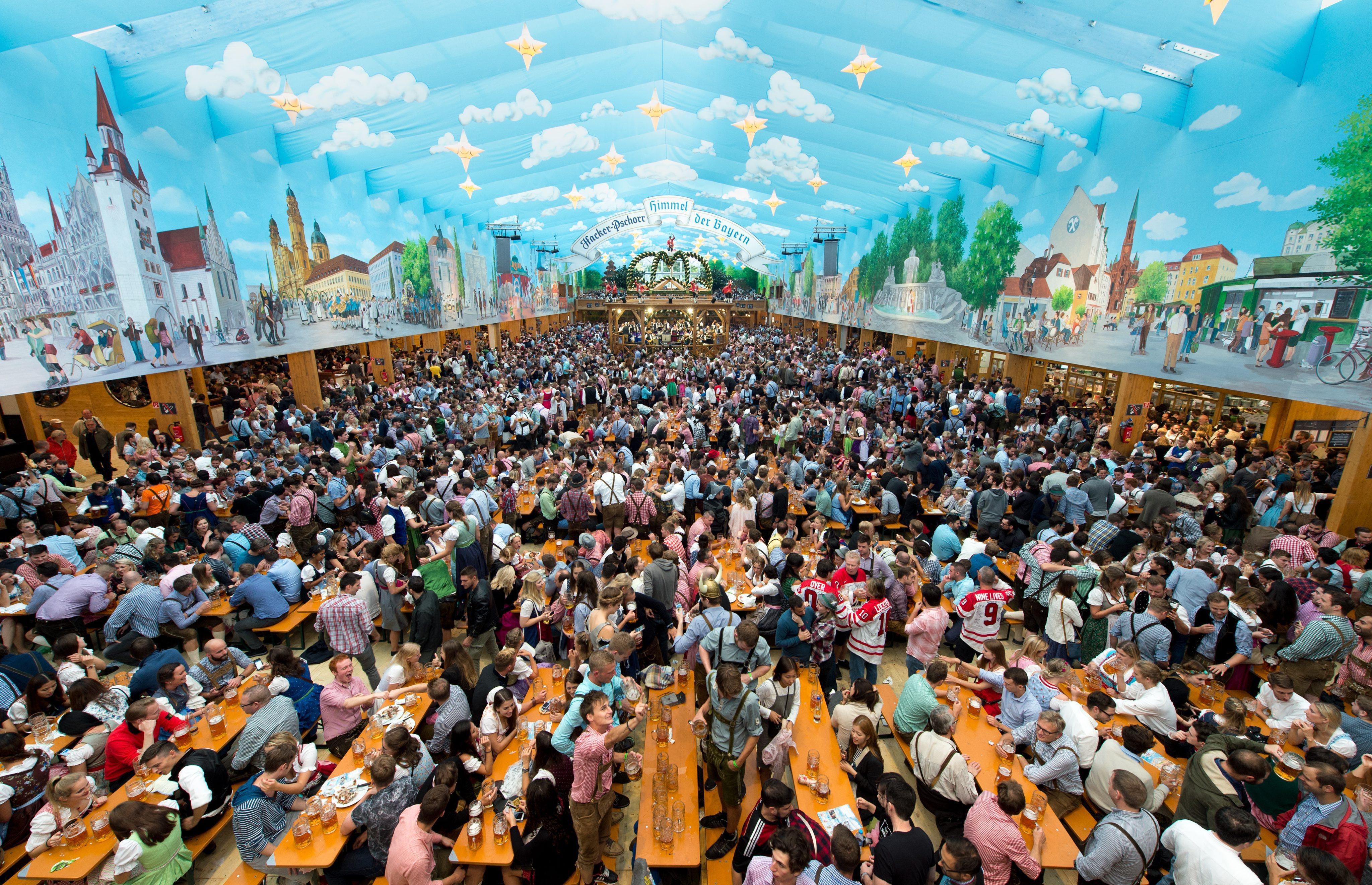 A inceput cea mai mare sarbatoare a berii, Oktoberfest, in Munchen