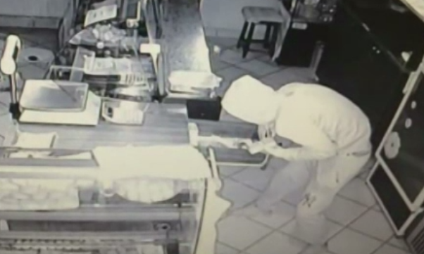 Tanar de 23 de ani din Dambovita, retinut dupa ce a furat dintr-o cofetarie. Cate spargeri a dat in total