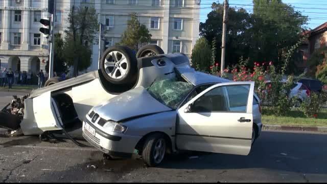 Imagini socante cu accidentul cumplit care a avut loc sambata seara, in centrul Galatiului, au fost facute publice marti