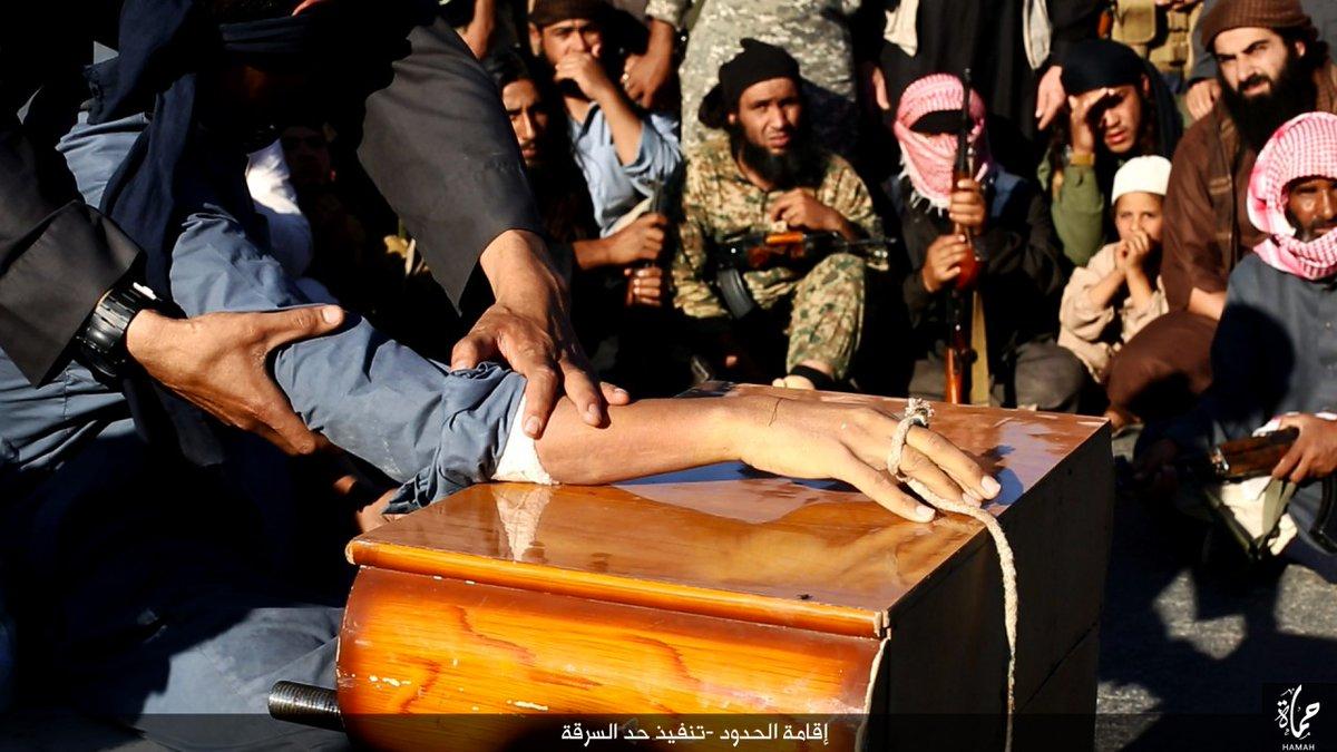 Imagini socante din inima Statului Islamic. Momentul in care unui barbat i se taie mana pentru furt