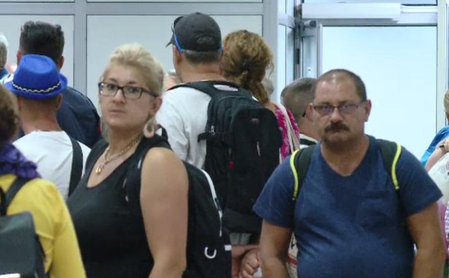 Concediu încheiat cu nervi pentru 100 de români, în Creta. Avionul lor spre România s-a defectat