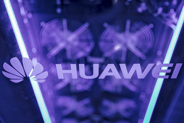 Huawei a depășit Apple şi a ajuns al doilea producător de smartphone-uri din lume