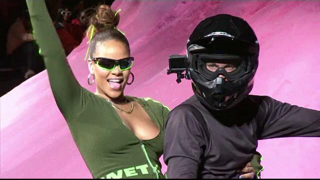 Săptămâna Modei de la New York: Rihanna și-a lansat propria linie vestimentară