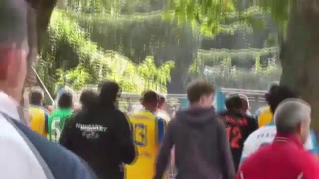 Câţiva suporteri ai CFR Cluj, mulţi dintre ei maghiari, au fost atacaţi din senin cu bate