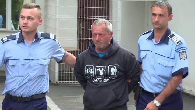 Bărbat de 55 de ani, acuzat că a calcat în picioare o fată de 13 ani