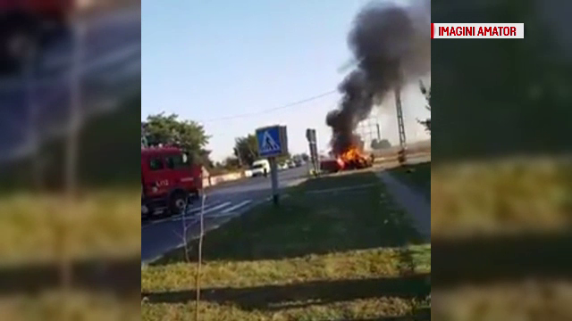 Bolid cuprins de flăcări, în Bacău. Greşeală făcută de şoferul de 39 de ani