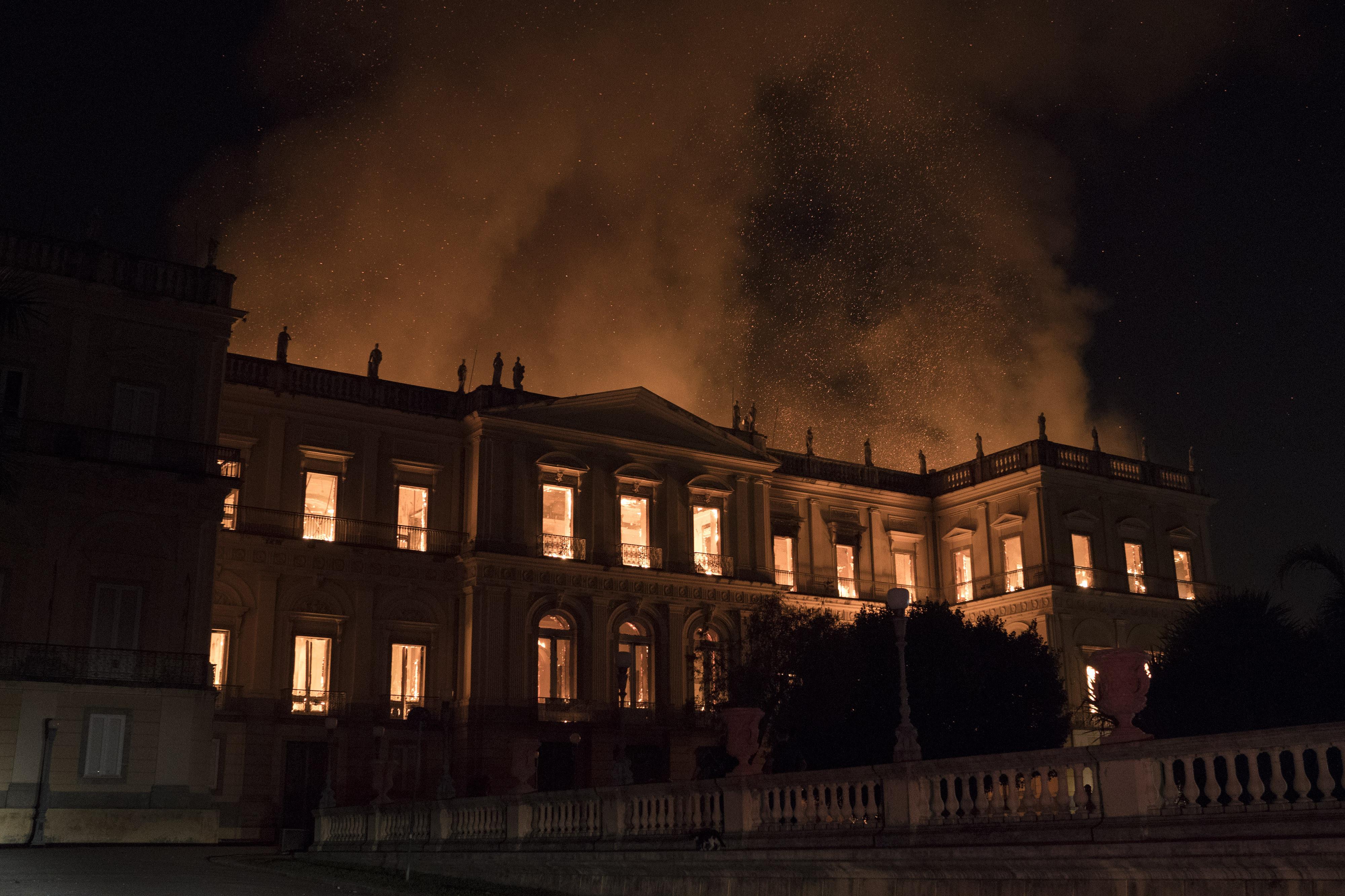 Acuzații dure după ce Muzeul Național din Rio de Janeiro a fost distrus în incendiu