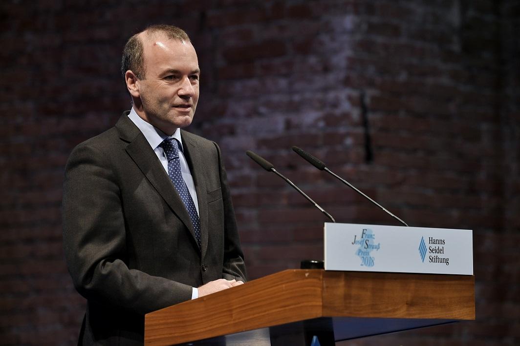 Manfred Weber a rămas fără susţinerea lui Merkel. Cine ar putea fi următorul şef al CE