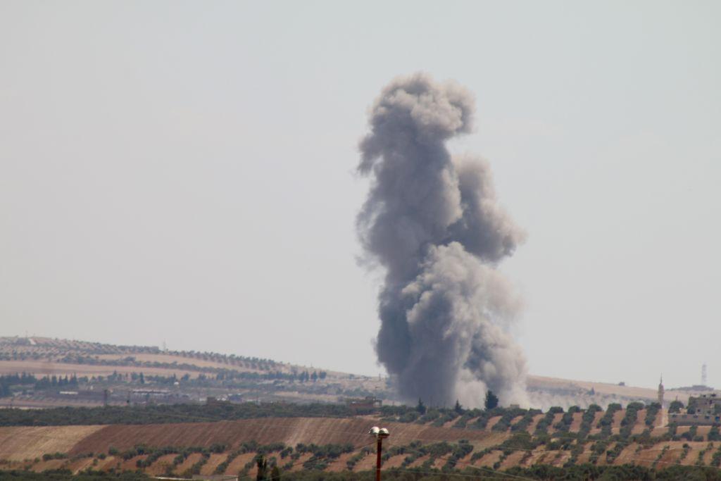 Zeci de lovituri aeriene ruseşti asupra rebelilor sirieni. Doi copii, printre victime