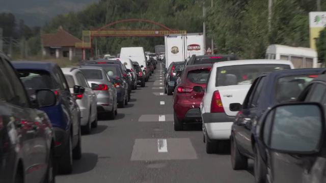 Șeful Transporturilor vrea să descongestioneze traficul de pe Valea Prahovei inclusiv prin folosirea unui drum forestier