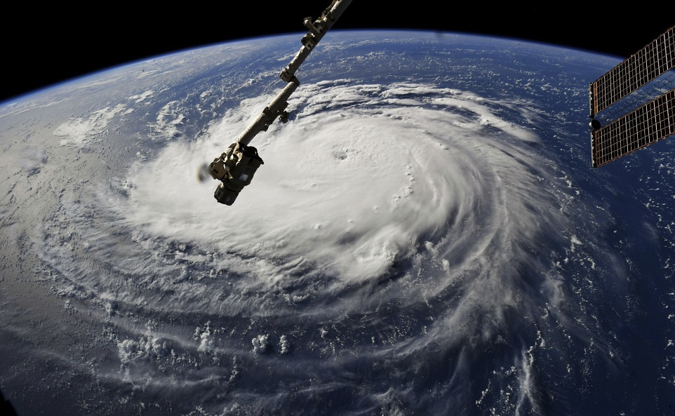 Un uragan uriaş se apropie de coastele SUA. Peste un milion de oameni, evacuaţi