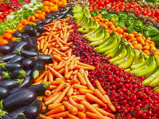 Chiar şi carnea sau laptele pot conţine pesticide. Cum le eliminăm