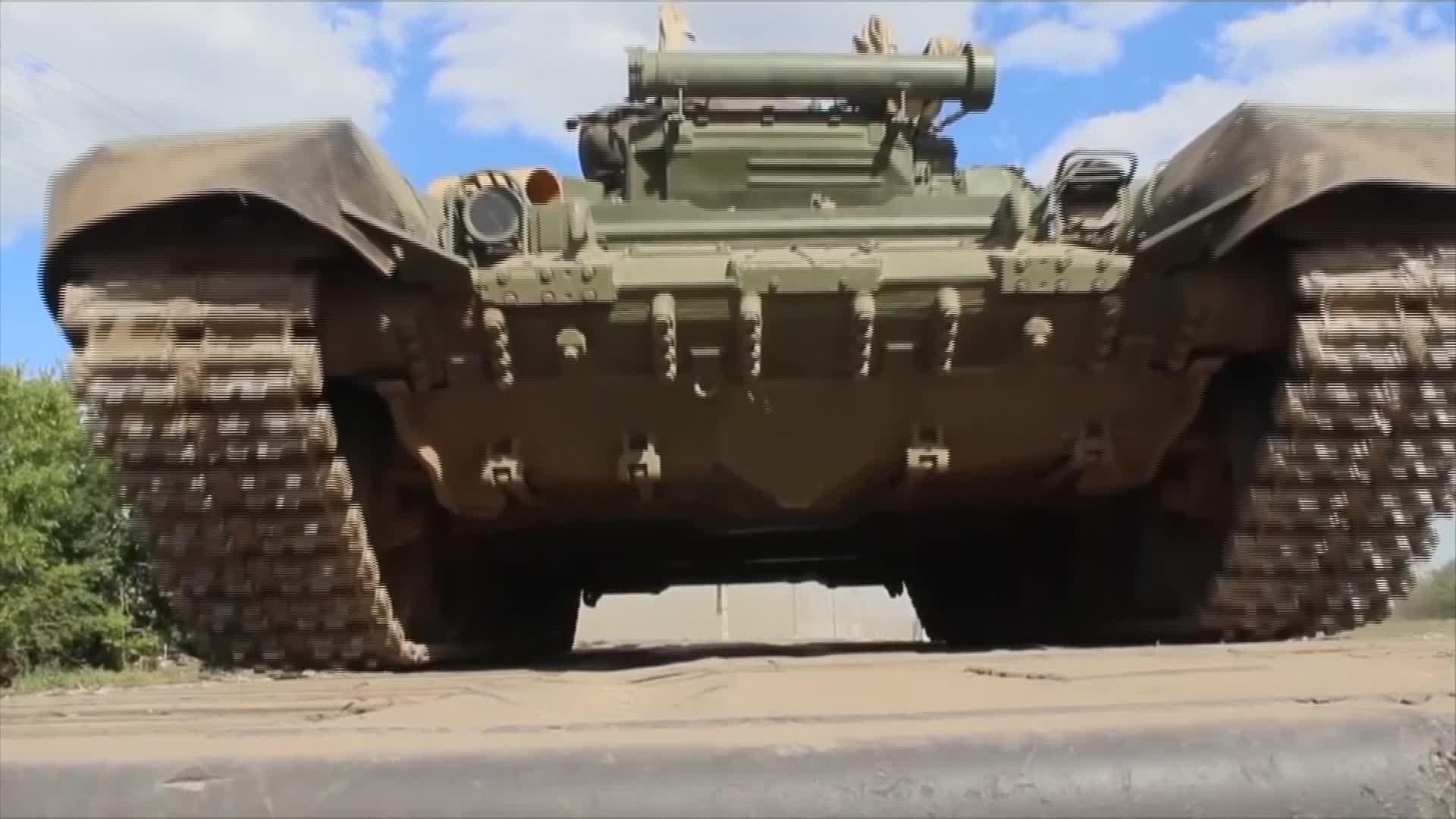 """Cele mai tari tancuri ale Rusiei. NATO: """"Se pregătește de un conflict de mare anvergură"""""""