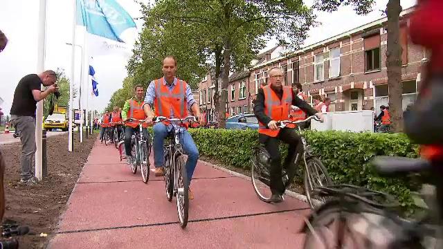 Bicicliștii ar putea circula, în viitor, pe piste realizate din plastic