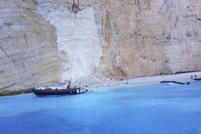 Trei răniţi pe o plajă din insula greacă Zakynthos, după o alunecare de teren