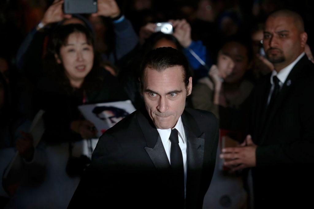 A apărut prima fotografie cu Joaquin Phoenix în rolul Jokerului. FOTO