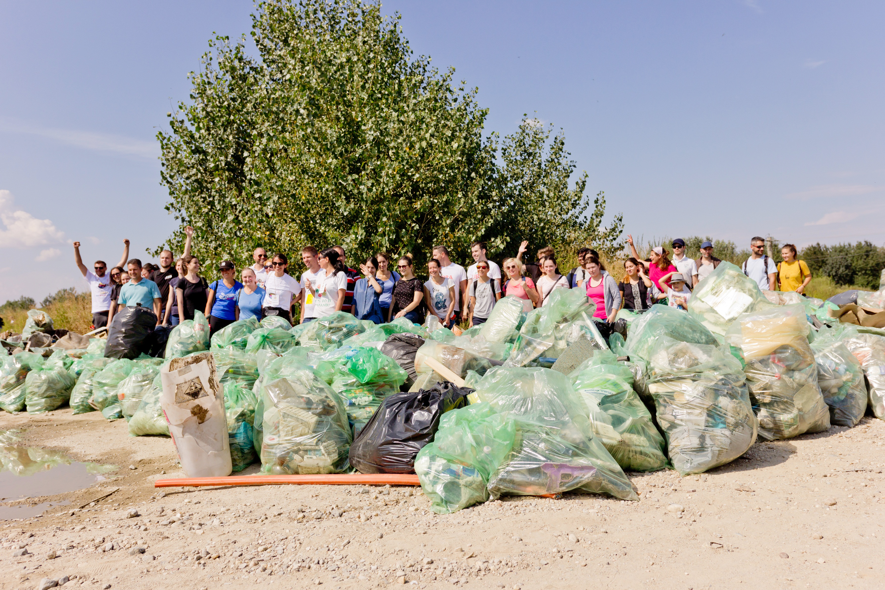 """""""Let`s Do It, Romania!"""": Peste 338 000 de voluntari au participat la Ziua de Curățenie Națională de pe 15 septembrie"""