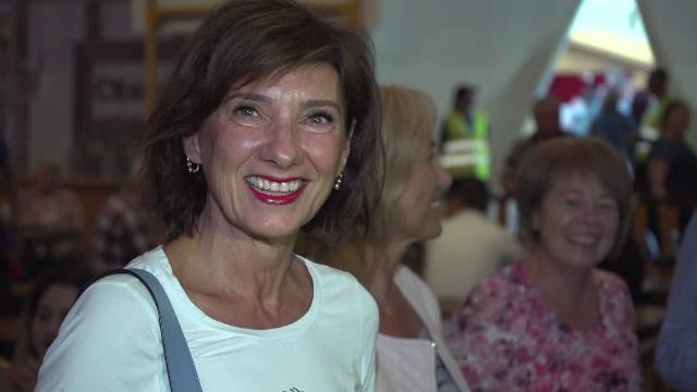 """Soția președintelui, la Oktoberfest, în Sibiu: """"În familia Iohannis se bea bere, cu plăcere"""""""