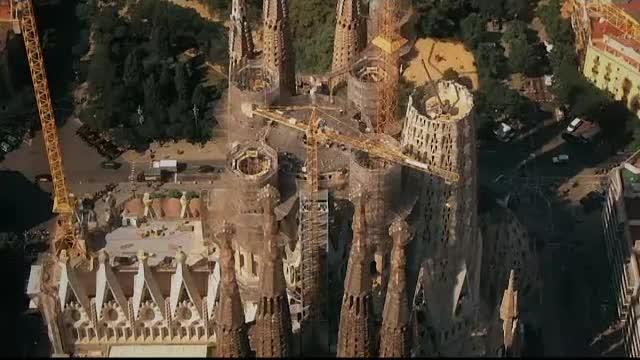 Anul în care va fi restaurată complet Sagrada Familia. Un lift îi va duce pe vizitatori în vârf