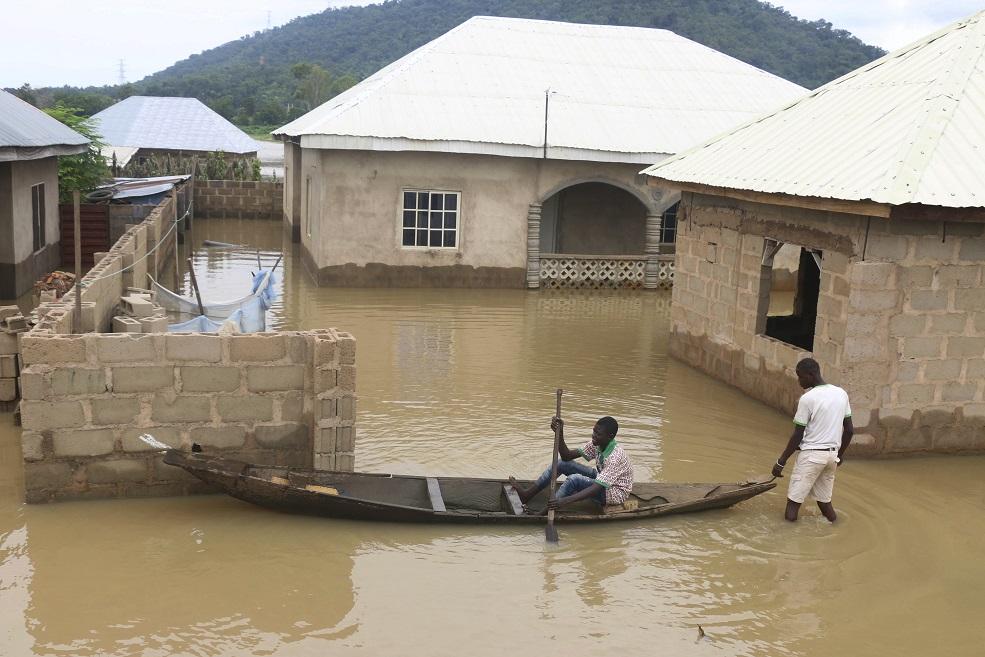 141 de morţi, în urma inundaţiilor din Nigeria. Un sfert de milion de case distruse