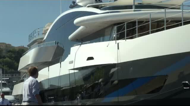 """Târg de iahturi la Monaco. Ce caută cel mai mult milionarii la un """"palat plutitor"""""""