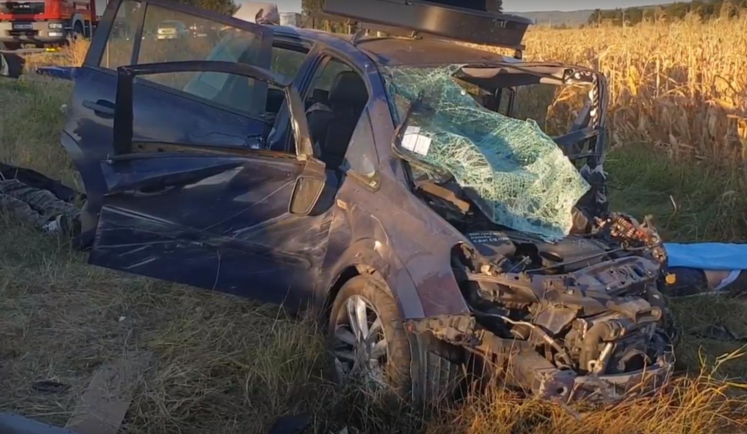 Accident grav pe E85, la ieşirea din Adjud, cu opt victime. Trei persoane, declarate decedate