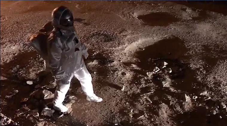 Viral. Pare un astronaut care pare că merge pe suprafața Lunii. Ce este de fapt