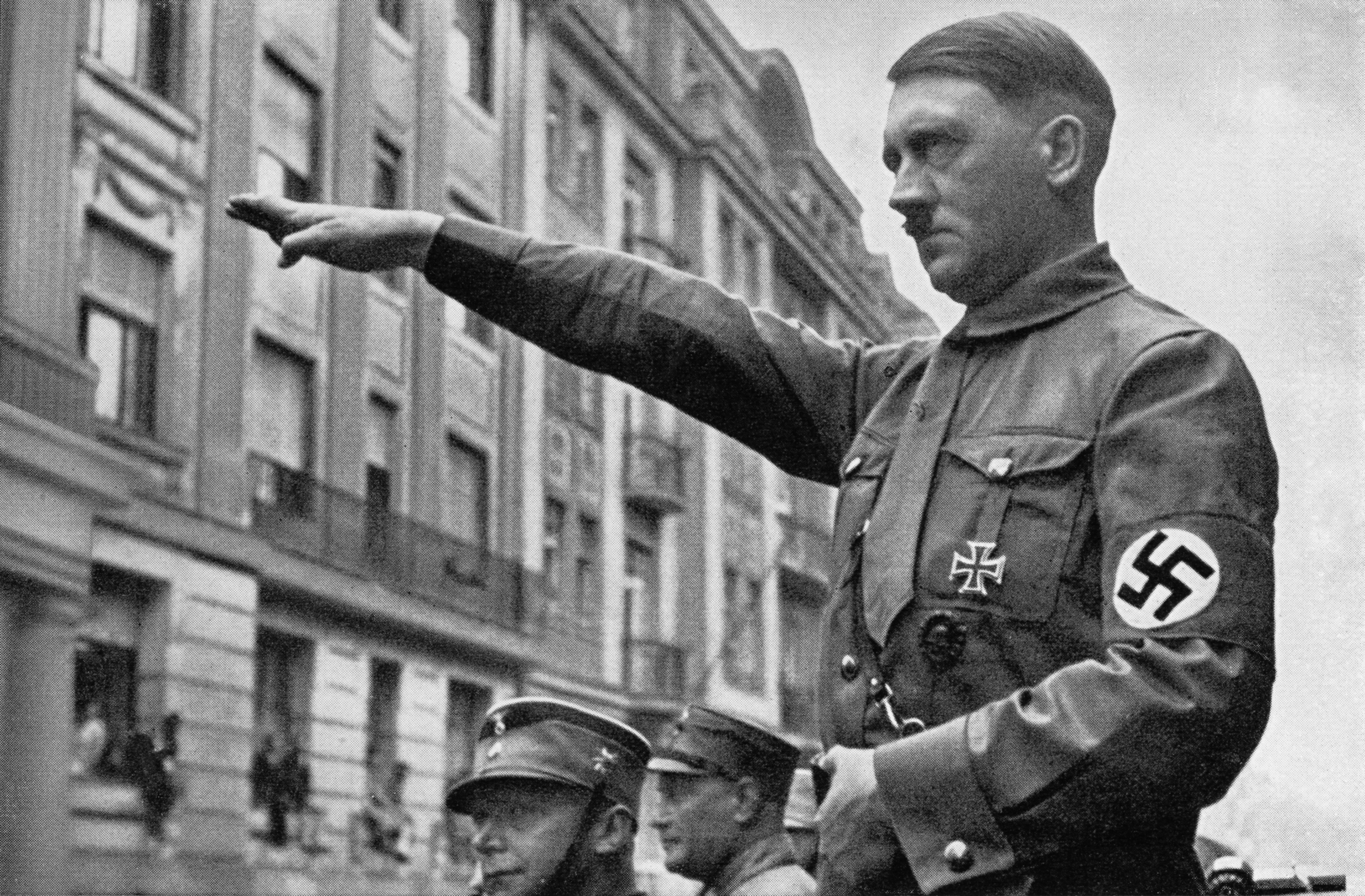 Un bărbat care susține că este ultima rudă în viață a lui Hitler, arestat pentru pedofilie