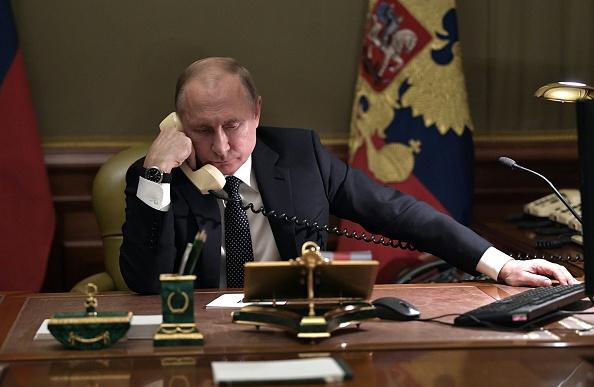 """Cine este """"spionul"""" extras de CIA din Rusia. Poze cu acte de pe biroul lui Putin"""