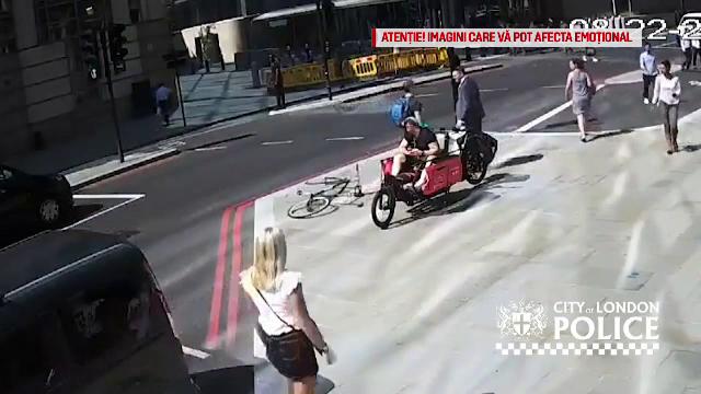 Momentul în care un bărbat este bătut în plină stradă de un biciclist. Cum s-a întâmplat