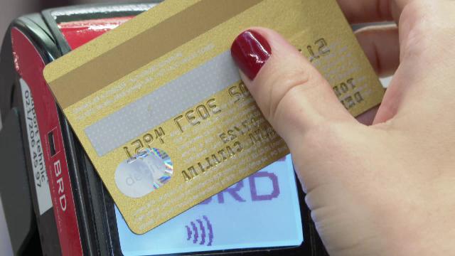 Raport: Românii achită cu cardul printre cele mai multe bilete de transport în comun din Europa