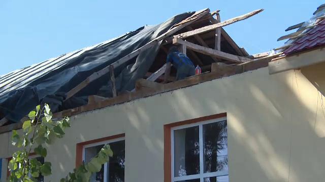 Incident la o școală din Gorj. O parte din tavan s-a prăbușit într-o clasă