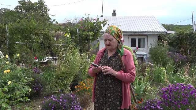 Doi bătrâni din Vaslui au rămas fără toţi banii, după ce i-au dat unui medic fals. Ce le-a spus