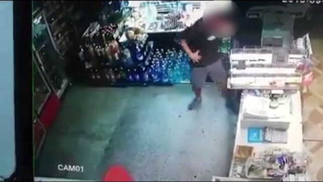 Un tânăr din Baia Mare este căutat de polițiști. A golit casa de marcat a unui magazin