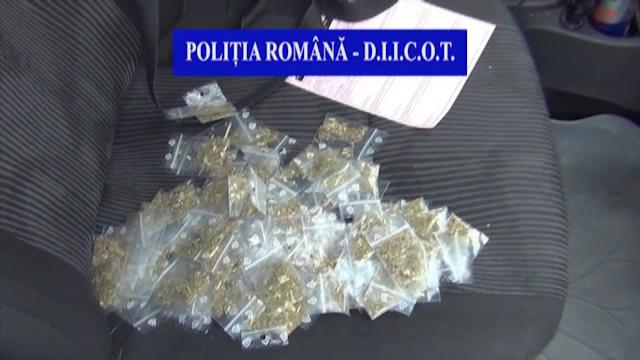 Traficanți prinși cu sute de grame de cannabis. Câți bani făcuseră din vânzarea drogurilor