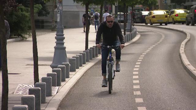 Bicicliștii care folosesc telefonul în trafic vor fi sancționați. Ce amenzi riscă