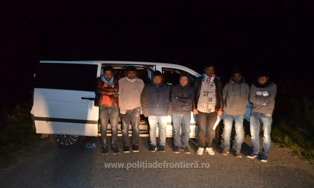 Ucraineni, arestați la frontiera cu Ungaria. Ce au găsit polițiștii în dubele acestora
